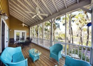 Outdoor patio at 18 Atlantic Beach: a Kiawah Island vacation rental.